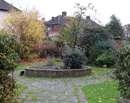 Verdant Lane Lamppost Community Garden